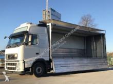 camión caja abierta transporte de bebidas Volvo