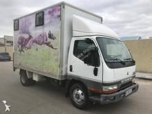 camión para ganado Mitsubishi
