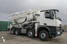 vrachtwagen beton betonpomp Mercedes