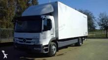 camión Mercedes Atego 1526