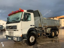camión volquete trilateral Volvo