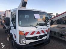 camion piattaforma aerea articolata Nissan