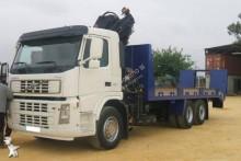 camião porta máquinas Volvo