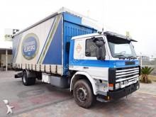 camião caixa aberta com lona Scania