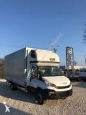 vrachtwagen met huifzeil Iveco