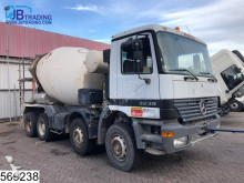 geaccidenteerde vrachtwagen beton molen / Mixer