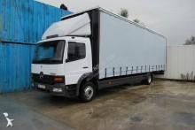 грузовик шторный Mercedes
