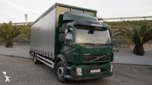 грузовик шторный Volvo