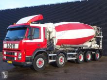 camião betão Volvo
