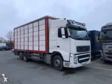 camião transporte de gados bovinos Volvo