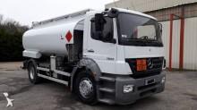 camion citerne hydrocarbures Mercedes