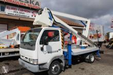 camion piattaforma aerea Nissan