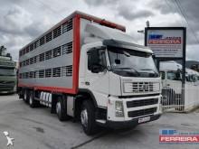 camião transporte de gados porcinos Volvo