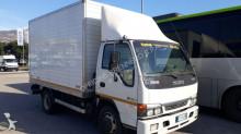 camión furgón Isuzu