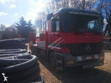 camião porta máquinas Mercedes