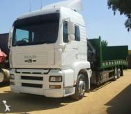 camião porta máquinas MAN