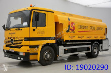 camion citerne produits chimiques Mercedes