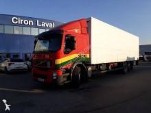 camion furgon izolat Volvo