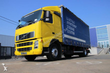 camión furgón transporte de bebidas Volvo