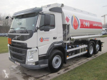 camion citerne produits chimiques Volvo