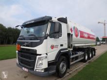 camion cisterna prodotti chimici Volvo