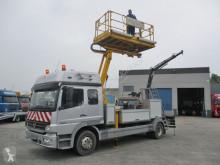 camión plataforma elevadora Mercedes