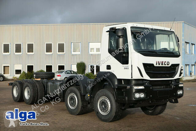 Voir les photos Camion Iveco AD410T38H 8x4, Chassis, Kabine