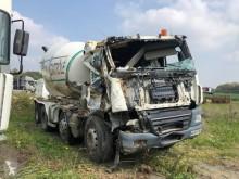 kamion beton frézovací stroj / míchačka havarovaný