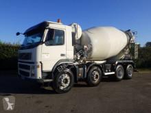 ciężarówka cysterna Volvo