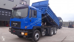 camião MAN 26.402 (MANUAL PUMP / 6 CYLINDER ENGINE / STEEL SUSPENSION)