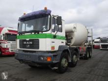 camion MAN 32 414 Liebherr 9 M3