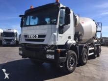 camion Iveco béton Eurotrakker 410 8x4 Gazoil Euro 5 occasion - n°2992560 - Photo 2