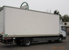 camion Mercedes fourgon polyfond Atego 1218 4x2 Gazoil Euro 4 hayon occasion - n°1329461 - Photo 3