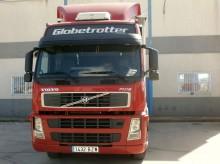 autotreno cassone centinato Volvo