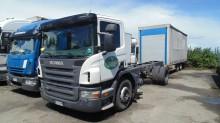 camión remolque Scania P124