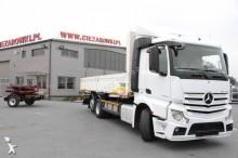 camion cu remorca platformă si obloane Mercedes