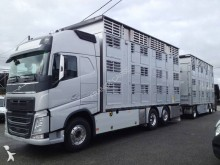 camión remolque para ganado Volvo