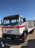 ciężarówka z przyczepą do transportu samochodów Mercedes