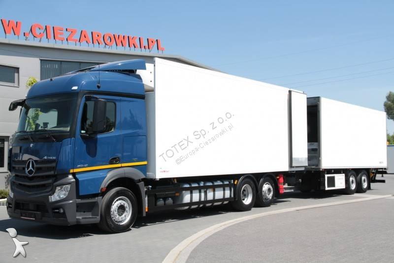 Ciężarówka z przyczepą Mercedes