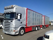 ciężarówka z przyczepą do transportu zwierząt Scania