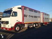 ciężarówka z przyczepą do transportu zwierząt Volvo