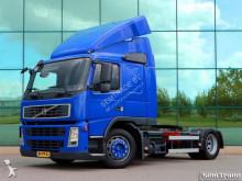 другой грузовой автомобиль с прицепом Volvo