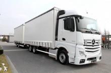 Mercedes Lastzug Pritsche und Plane