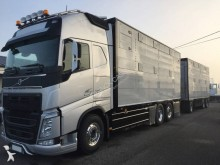 camion cu remorca transport animale Volvo