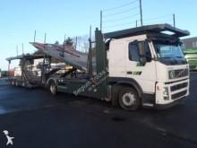 camion cu remorca pentru transport autovehicule Volvo