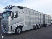 ciężarówka z przyczepą do transportu zwierząt używana