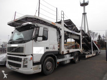 ciężarówka z przyczepą do transportu samochodów Volvo