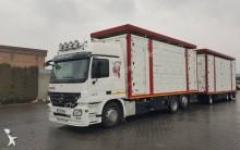 ciężarówka z przyczepą do transportu zwierząt Mercedes