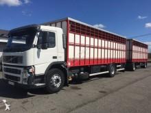 ciężarówka z przyczepą Volvo FM