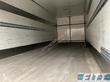 Vedere le foto Autotreno Fruehauf ahw geisoleerde opbouw met doorlaaddeuren en laadklep
